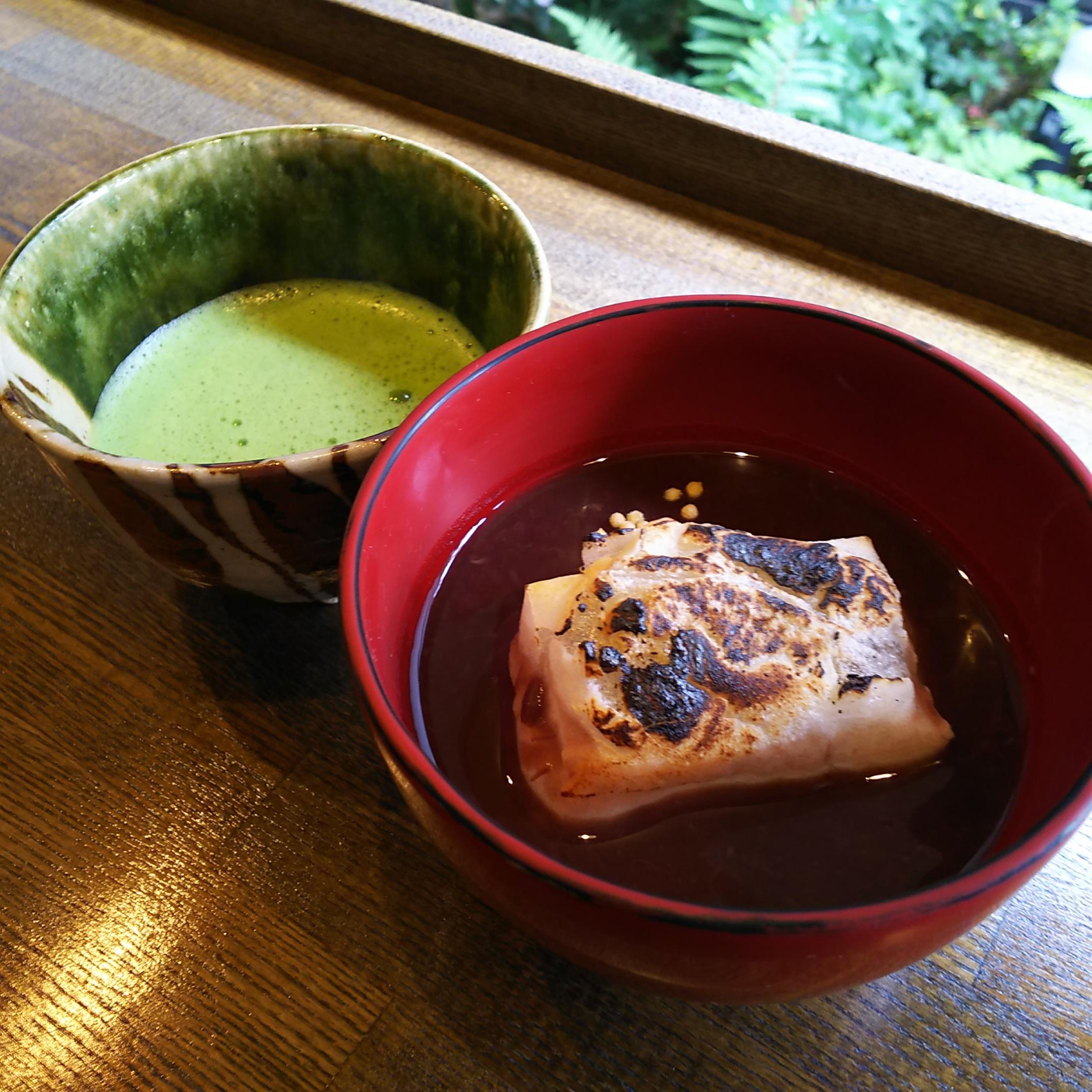 ぜんざい(焼き餅入り)とお抹茶のセット